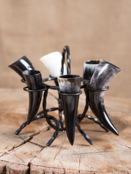 Supports médiévaux pour corne à boire