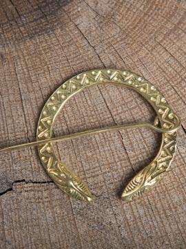 Fibule en oméga à tête de serpent