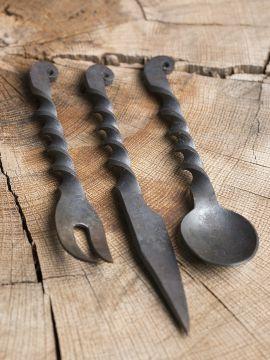 Set de trois couverts en acier forgé