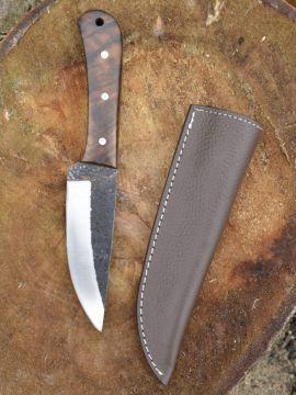 Couteau avec manche en noyer
