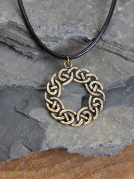 """Amulette celtique """"couronne"""" couleur bronze"""