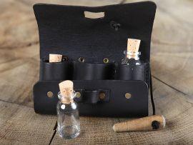 Sacoche de ceinture en cuir et ses trois flacons marron