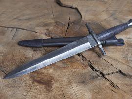 Dague avec fourreau en cuir