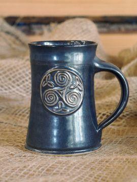 Chope à bière motif triskel, bleue