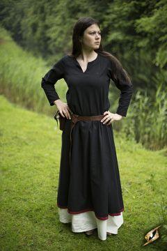 Robe avec surpiqures en noir