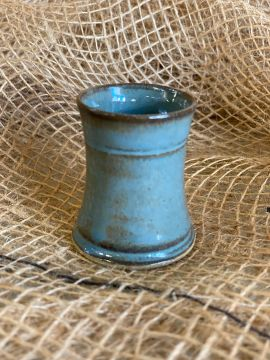 Petit gobelet en céramique émaillé turquoise