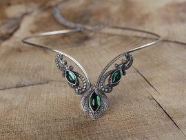 Diadème à pierres vertes