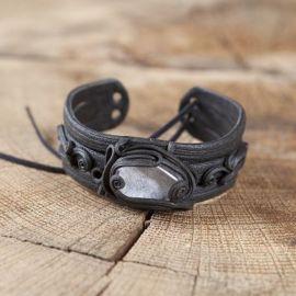 Bracelet orné d'un cristal de roche