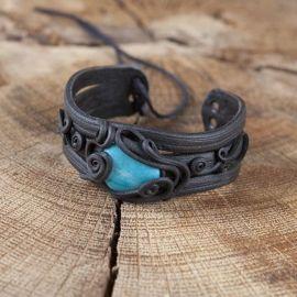Bracelet orné d'une turquoise
