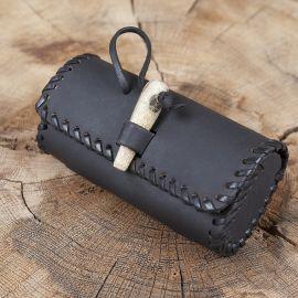 Sac de ceinture en cuir couleur noire avec bouton en bois