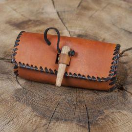Sac de ceinture en cuir couleur miel avec bouton en bois
