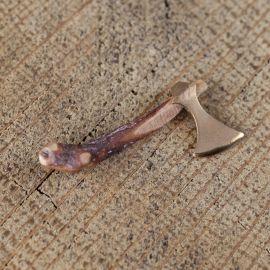 Pendentif hache en bronze