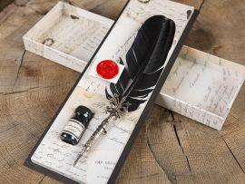 Coffret comprenant une plume et un flacon d'encre