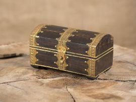 Coffres avec ferrures dorées