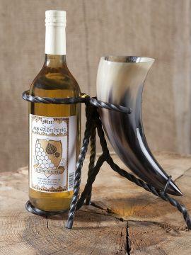 Set : bouteille d'hydromel, corne à boire et support en métal