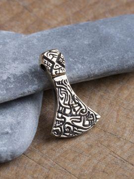 Amulette hache en bronze