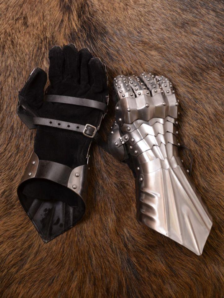 Paire de gants en cuir souple et gantelets en acier