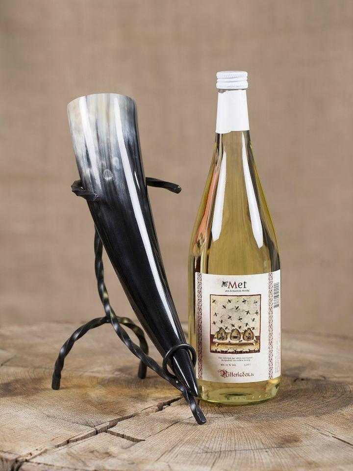 Coffret d'une bouteille d'hydromel, une corne à boire et son support