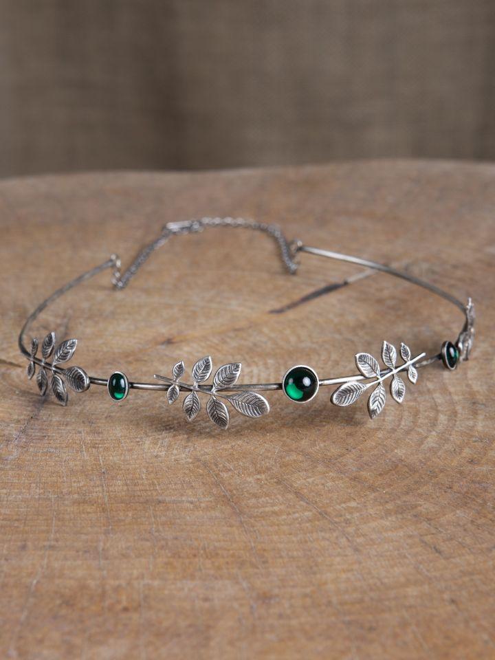 Tiare à petites feuilles et pierre verte