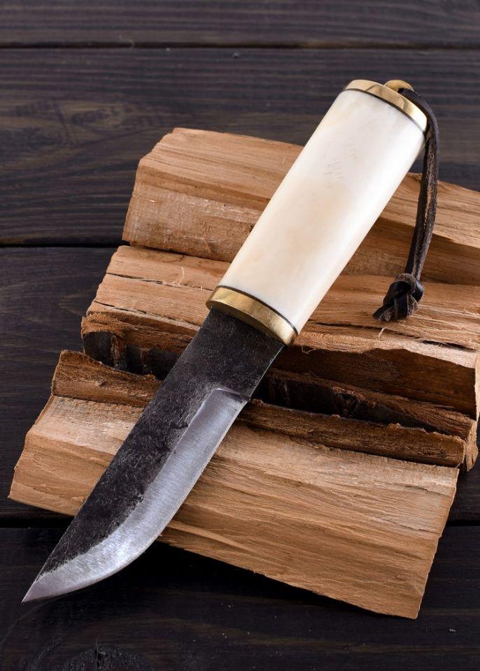 Couteau médiéval avec manche ne os et laiton