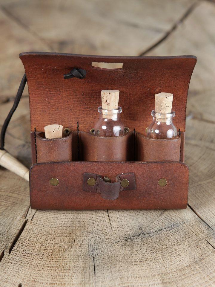 Sacoche de ceinture en cuir marron et ses trois fioles