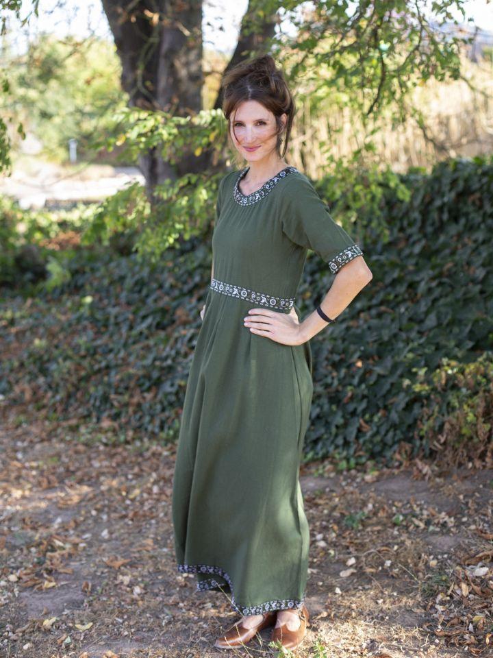 Robe manches courtes avec galon, en vert L