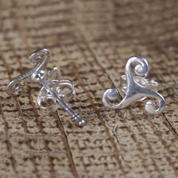 Paire de boucles d'oreilles en argent massif «Triskele»