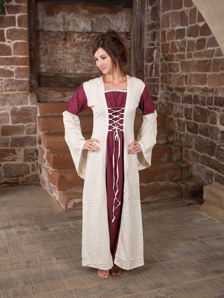 Robe à capuche blanche et bordeaux