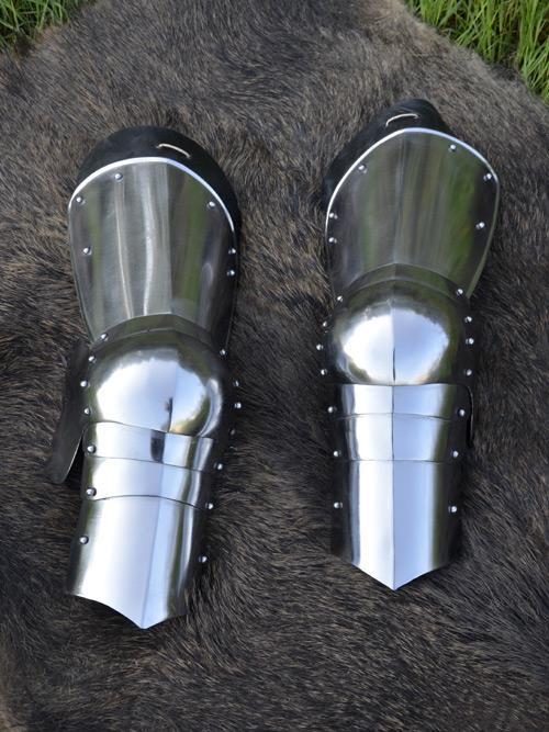 Jambes d'armure du Haut moyen âge