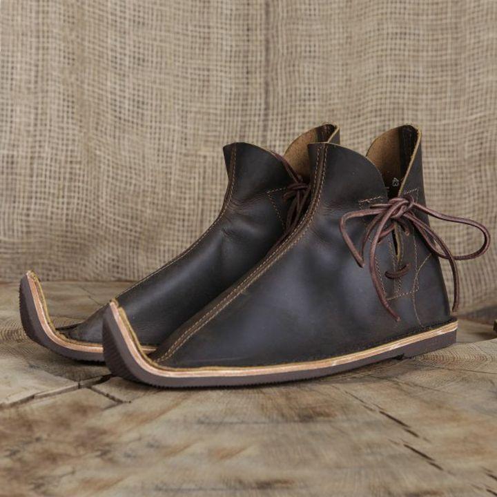 Chaussures médiévales poulaines