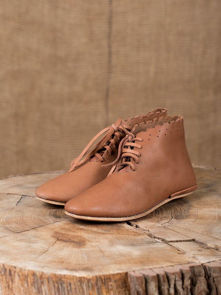 Chaussures médiévales avec lacets