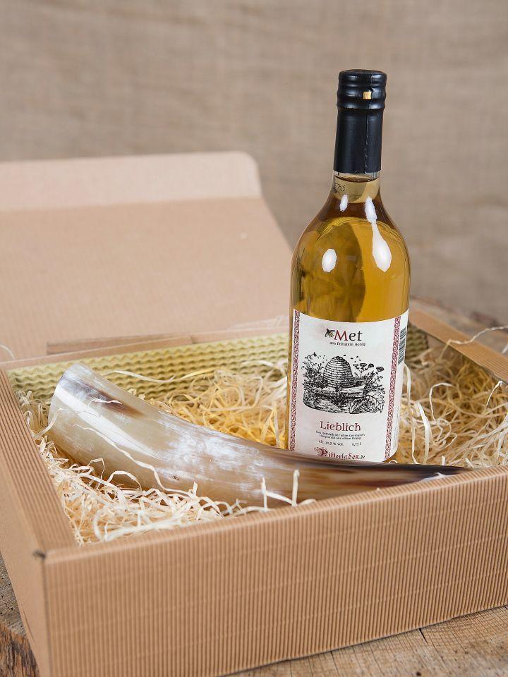 Coffret cadeau comprenant une bouteille d'hydromel et une corne à boire