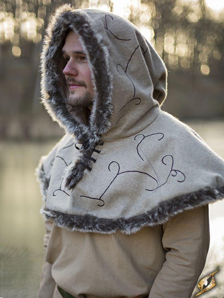 Capuchon bordé de fourrure, en beige