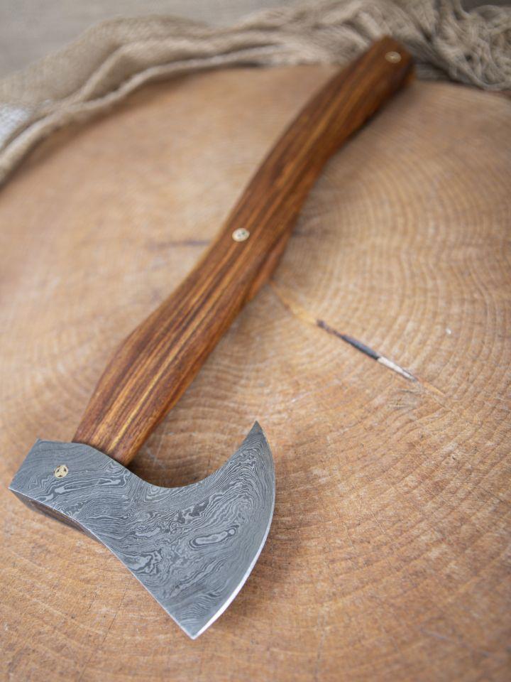 Hache viking avec lame damassée
