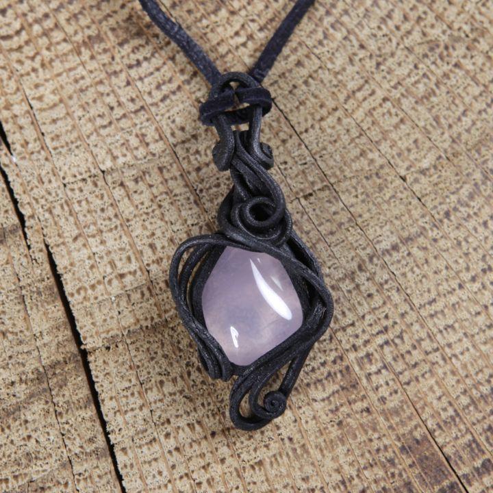 Pendentif fait main orné d'un quartz rose