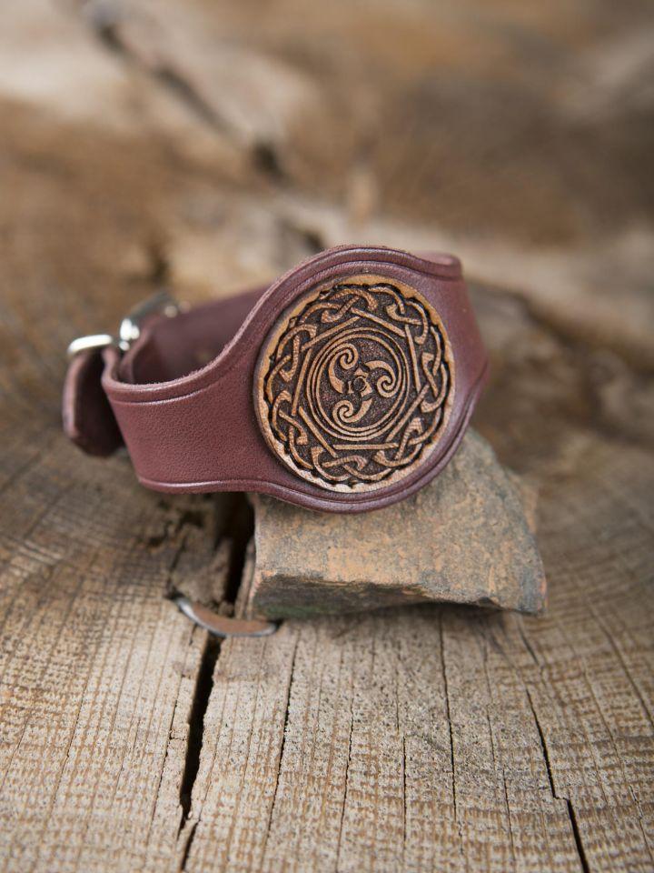 Bracelet en cuir rouge motif Triskele