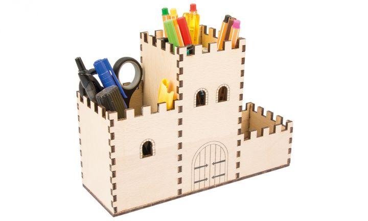 Boîte à crayons château fort