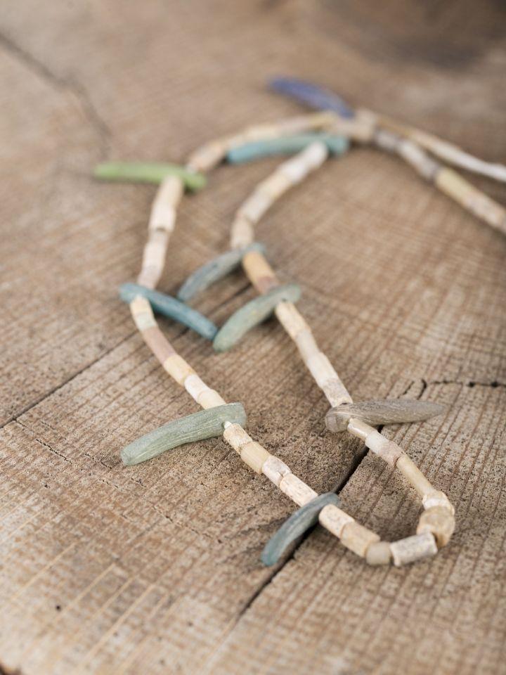 Collier Viking verre, pierre et céramique