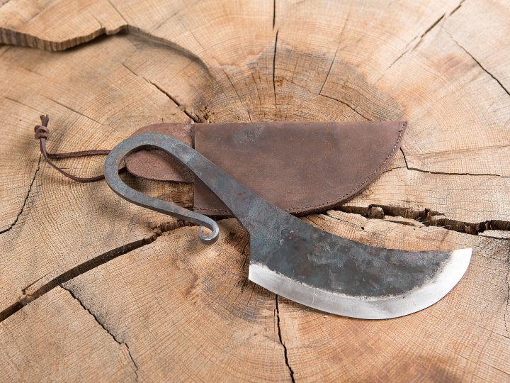 Couteau et fourreau en cuir 2