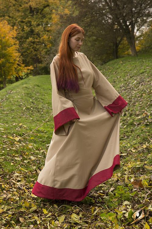 Robe Médiévale Runa pour enfant 2