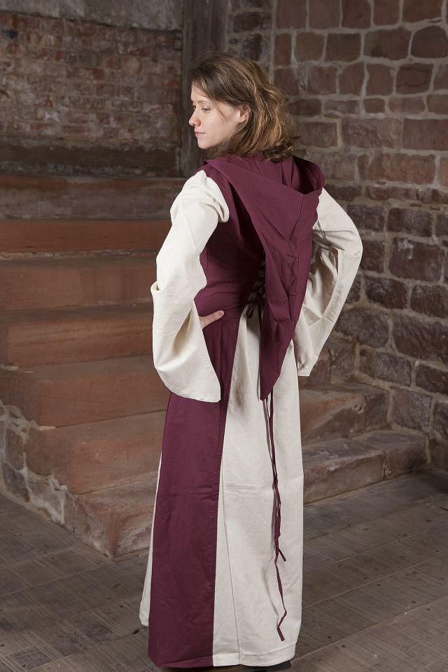 Robe médiévale avec capuche en rouge et naturel 2