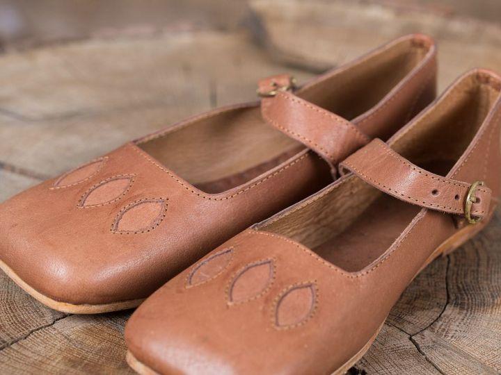 Chaussures médiévales tout cuir 2