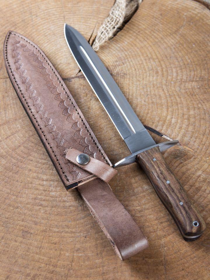Dague avec manche en bois 2