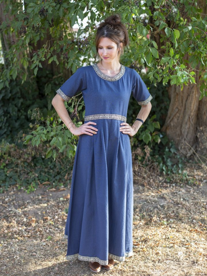 Robe manches courtes avec galon, en bleu 2