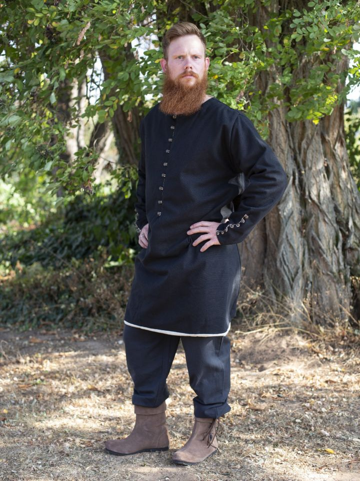 Tunique médiévale boutonnage en laiton en noir 2