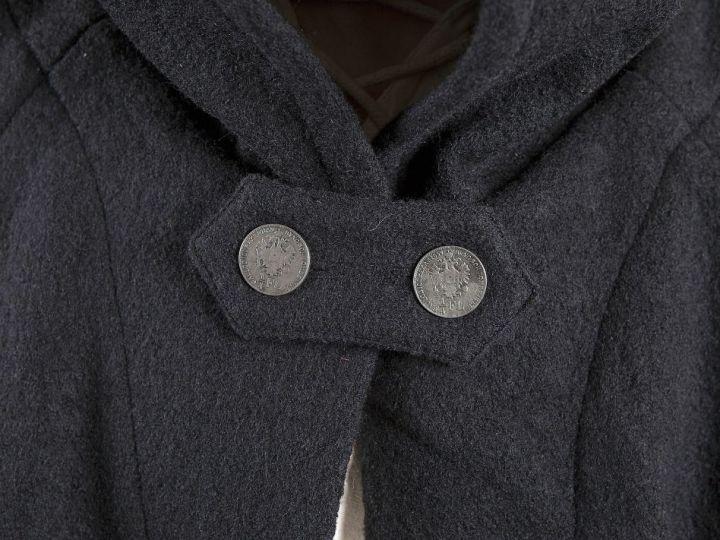 Manteau en laine à capuche en noir 150 cm 2