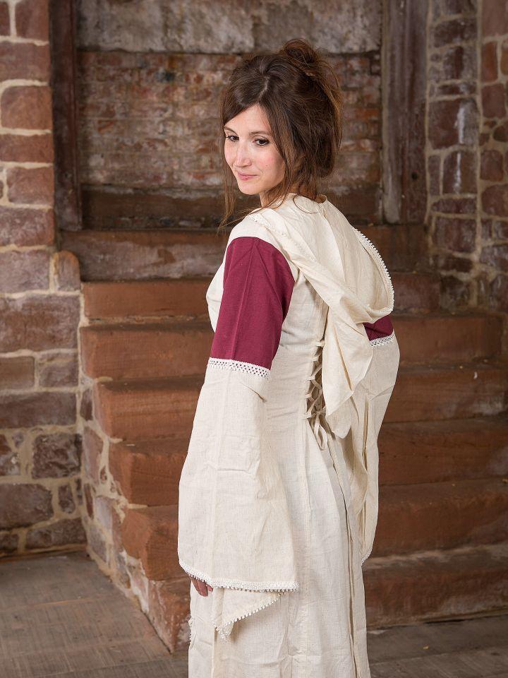 Robe à capuche blanche et bordeaux 2