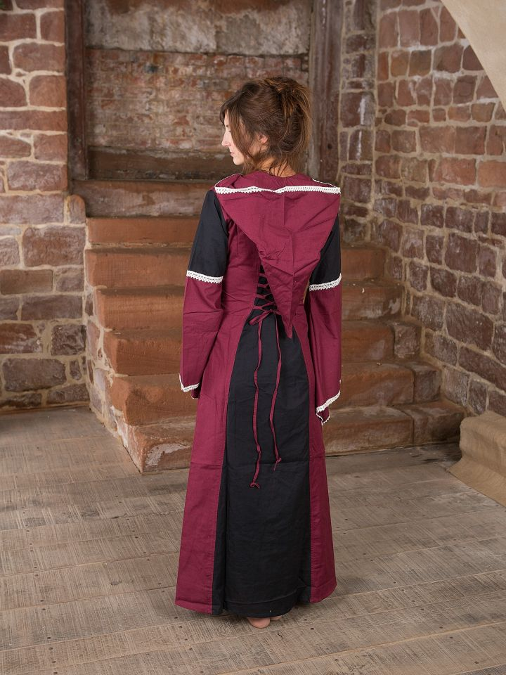 Robe à capuche noire et bordeaux 2