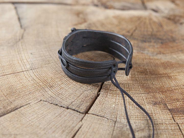 Bracelet en résine fait main orné d'une hématite 2
