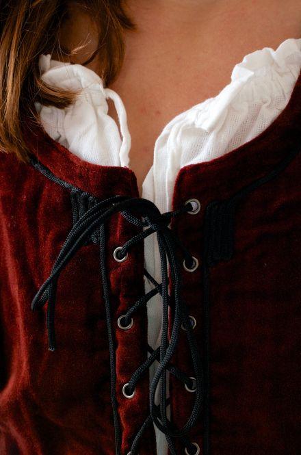 Corsage médiévale en velours rouge XL 2